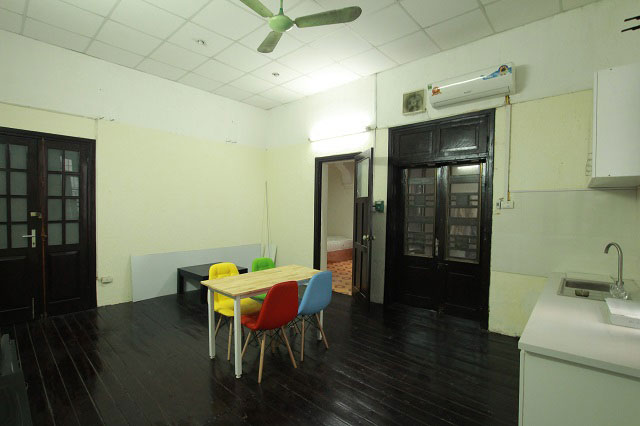 Vintage 1 Bedroom Apartment in Trieu Viet Vuong Street, Hai Ba Trung District, Budget Price